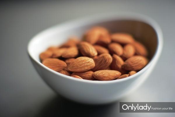 图片2:科研结果表明,将加州巴旦木加入健康食谱有助于病情控制较好的2型糖尿病患者改善长期血糖水平