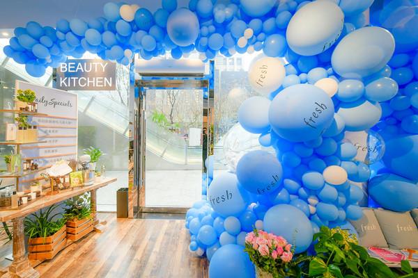 彷如美容集市般的Fresh Beauty Kitchen快闪店,让消费者可以全身心体验Fresh的天然成分之道与所崇尚的生活理念(2)