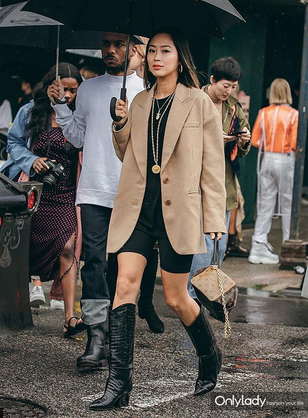 Sydne-Style-shows-the-best-street-style-trends-at-new-york-fashion-week-2018-with-fashion-blogger-aimee-song-in-cowboy-boots