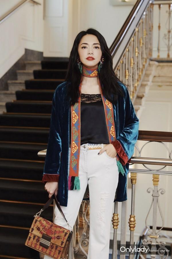 姚晨全家受邀出席 ETRO 2019春夏女装系列时装秀