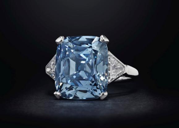 一枚BVLGARI宝格丽华美蓝钻戒指