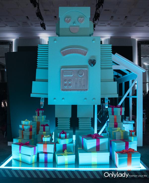 蒂芙尼节日主人公机器人CL-T(蒂芙尼创始人Charles Lewis Tiffany的化身)