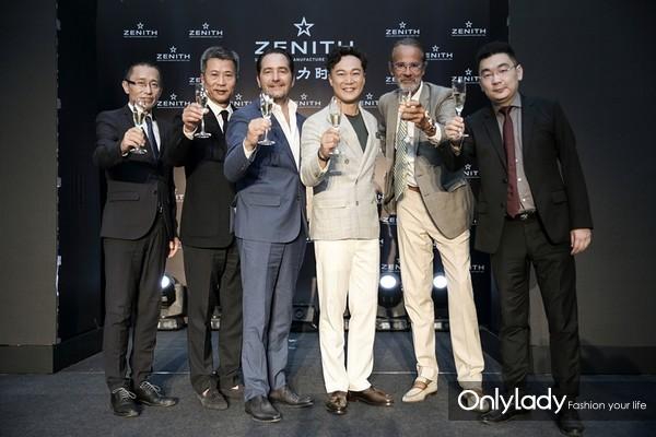 陈奕迅先生与现场嘉宾共同举杯庆祝