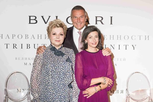 (从左至右)莫斯科克里姆林宫博物馆馆长Elena Gagarina、宝格丽集团首席执行官(Jean-Christophe Babin)和宝格...