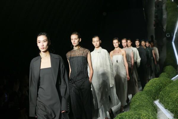 名模薛冬琪率领众模特演绎GIADA 2019春夏系列时装