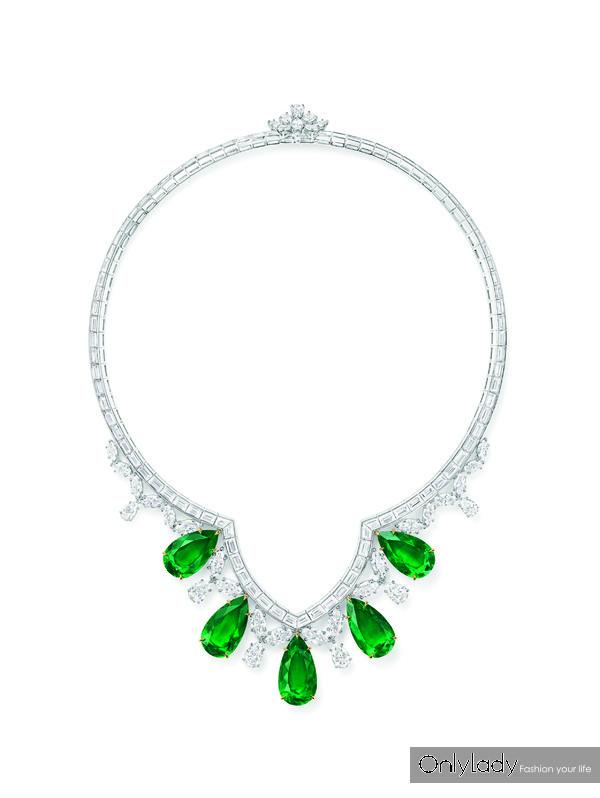 CATHEDRAL祖母绿配钻石项链