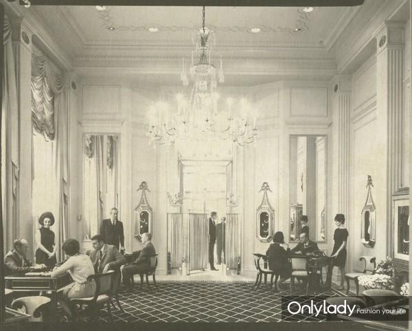 20世纪30年代,海瑞温斯顿在纽约第五大道718号创立了同名公司Harry Winston,inc.