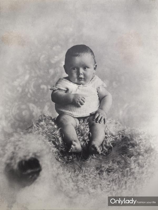 1896年3月1日出生于纽约
