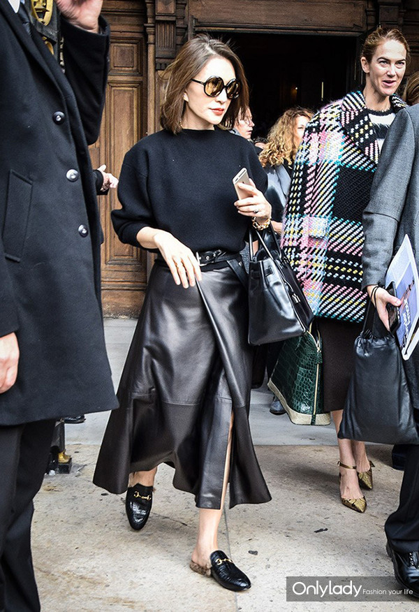 side-slit-skirts-sexy-update-to-your-wear-to-work-look-street-style-peopleandstyles-4