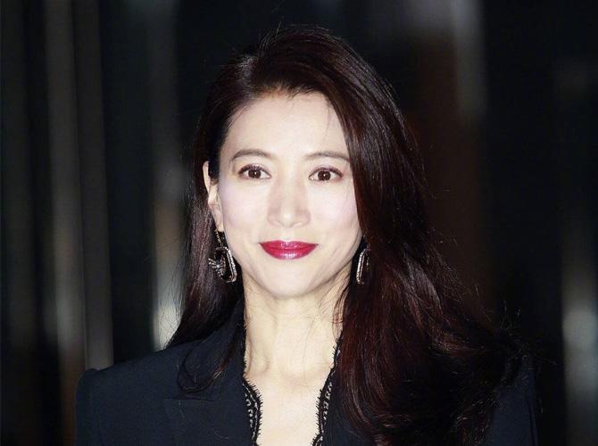 袁咏仪和杨超越最近有同样的困扰...