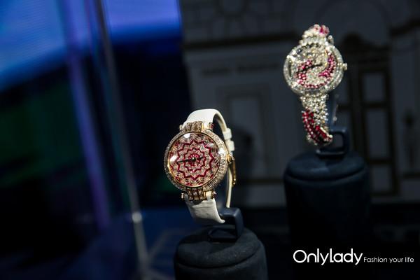 (从左至右)海瑞温斯顿卓时Premier系列Hypnotic Star 36毫米自动腕表、Twist高级珠宝腕表