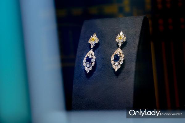 海瑞温斯顿City Lights系列蓝宝石、黄钻配钻石坠式耳环
