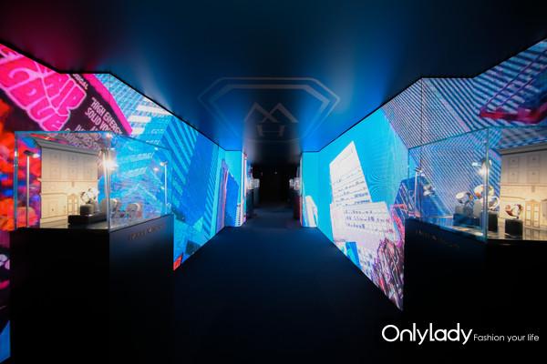 以时代广场和第五大道为灵感的TIMES SQUARE & AVENUE展厅 (3)