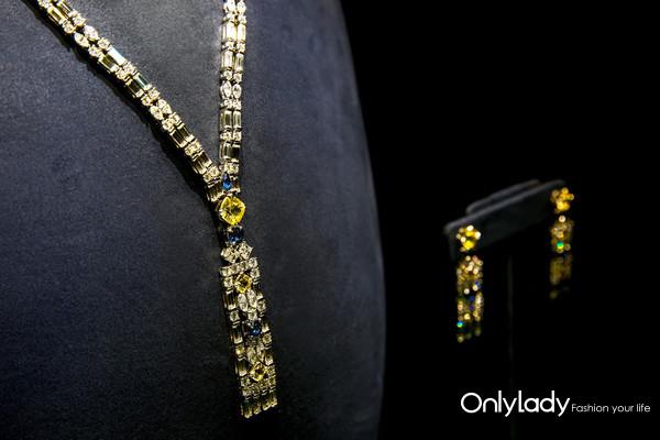 海瑞温斯顿Brownstone高级珠宝系列黄色蓝宝石、蓝宝石配钻石项链、坠式耳环