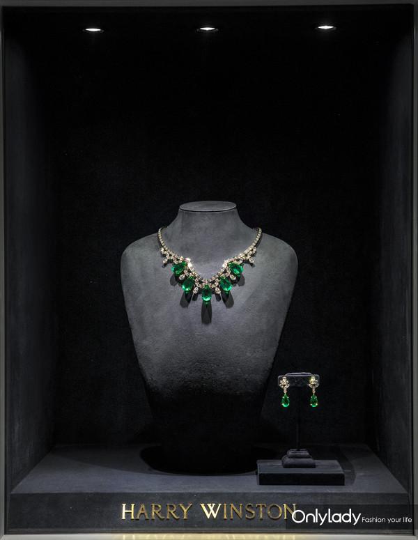 海瑞温斯顿Cathedral系列祖母绿配钻石项链、耳环