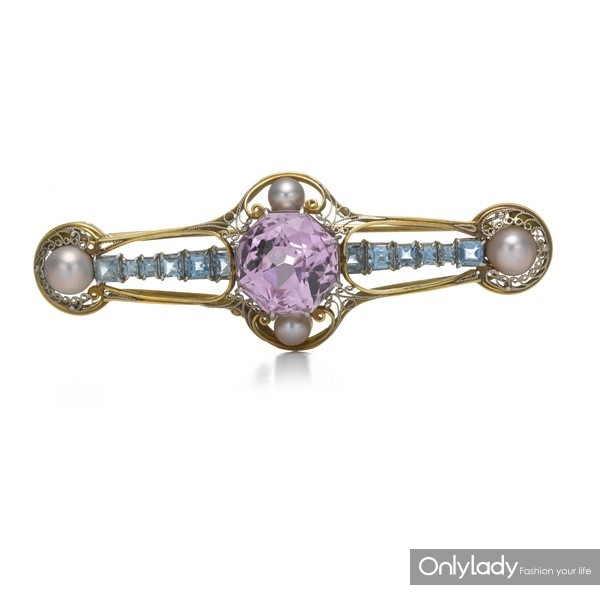 18K黄金和铂金镶嵌珍珠、紫锂辉石及海蓝宝石胸针,来自蒂芙尼古董珍藏库