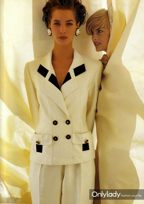 Christy-and-Linda-for-Chanel,-by-Karl-Lagerfeld,-1991