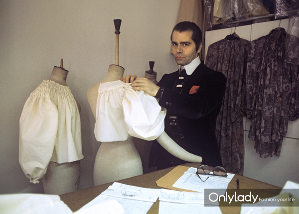 1979,-Karl-Lagerfeld-in-his-studio