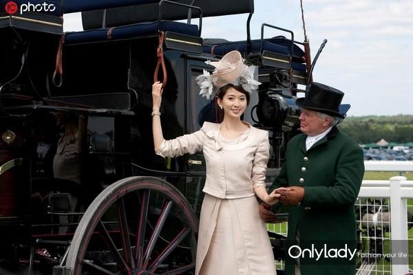"""当地时间2010年6月19日,英国,近日,台湾名模林志玲日前到英国参加""""英国皇家赛马会""""(Royal Ascot)活动。"""