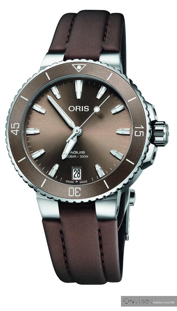 图1:豪利时Aquis日历腕表