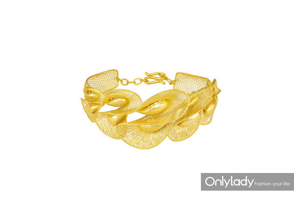 Floral Collection – Fine Gold Bangle with Calla Lily