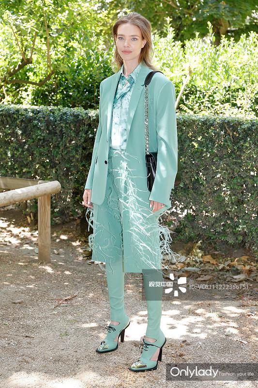 2020春夏巴黎男装周星装:纳塔利·沃佳诺娃薄荷绿西服裤装 清爽干练