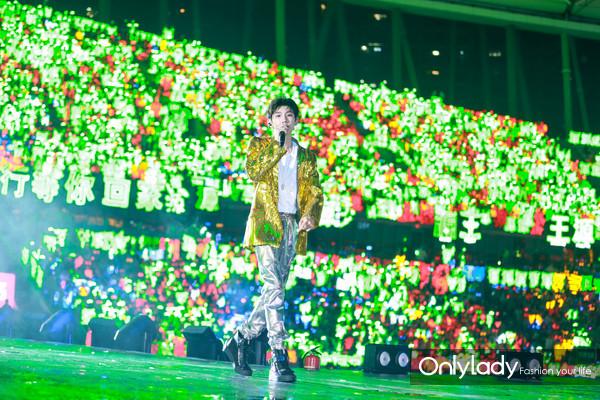 Chopard萧邦品牌大使王源佩戴Chopard萧邦珠宝参加TFBOYS六周年演唱会 8
