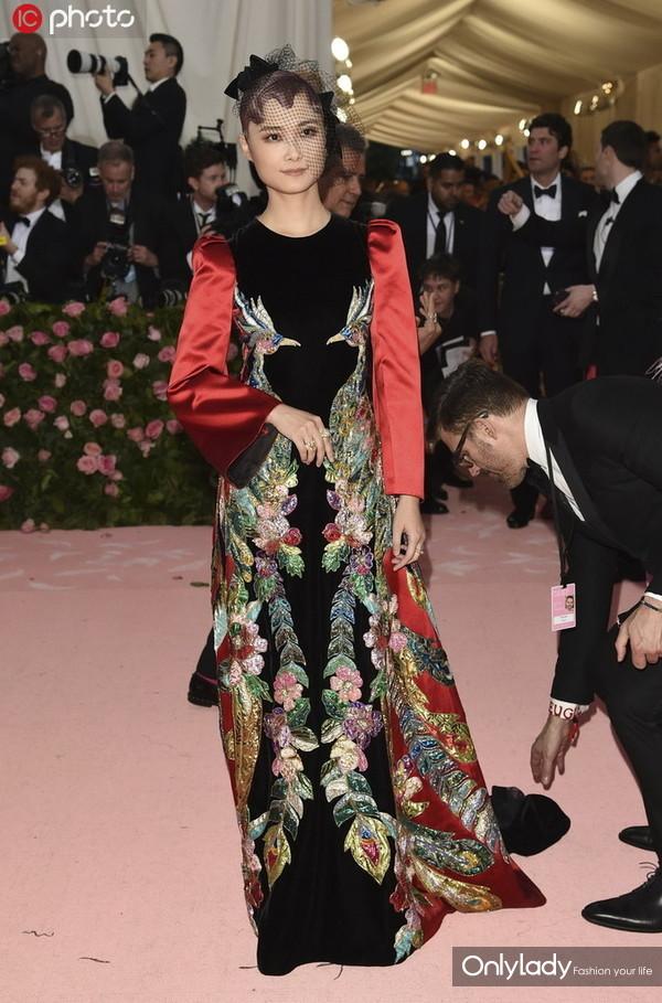 2019纽约大都会博物馆时装庆典 李宇春Gucci刺绣裙优雅大气