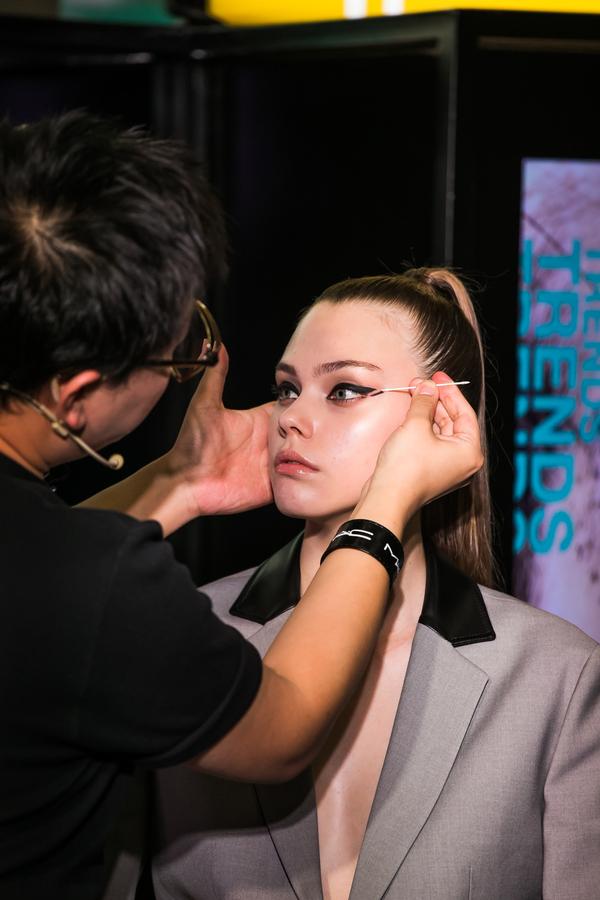 MAC魅可发布2019秋冬彩妆流行趋势发布会,塑造平衡之