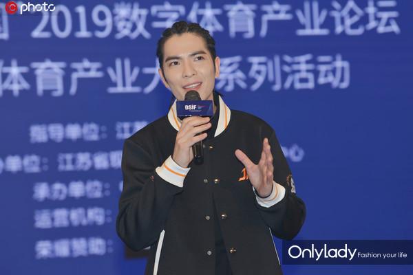 2019数字体育产业论坛:萧敬腾率电竞战队亮相宣布入驻南京