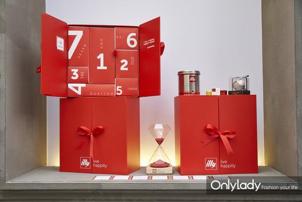 "illy咖啡于""幸福月""期间在线上及线下多方渠道推出""来自illy的7个快乐时刻""精致礼盒"