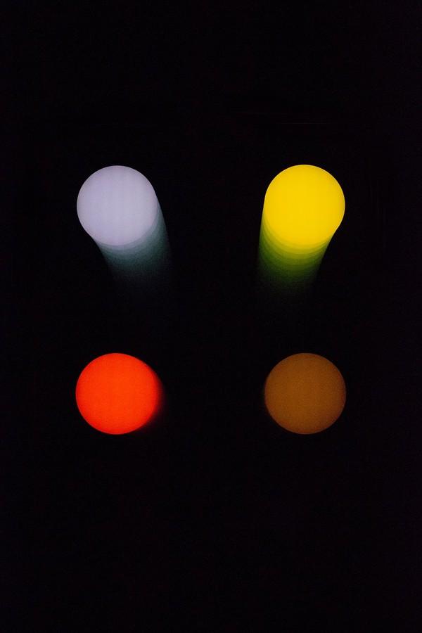 合作呈现《4个圆点》