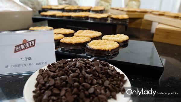 03 在北京与上海的巧克力学院中心,百乐嘉利宝通过其全球美味的巧克力品牌嘉利宝 (Callebaut)(比利时出产的巧克力)、可可百利 (Cacao Barry