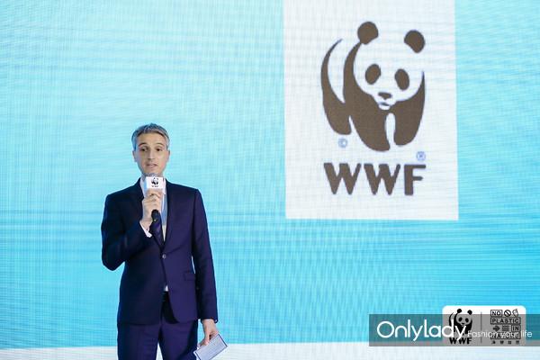 图二 碧欧泉中国区总经理 Yann Andrea现场介绍Waterlovers公益项目