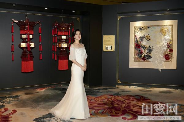 品牌代言人李英爱女士与中国艺术作品《凤吟祥瑞 华灯初上》