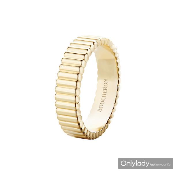 Boucheron宝诗龙Quatre Radiant系列Grosgrain罗缎直线刻纹戒指