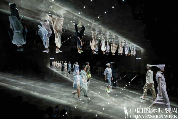 2020春夏潮流趋势,都在中国国际时装周了~