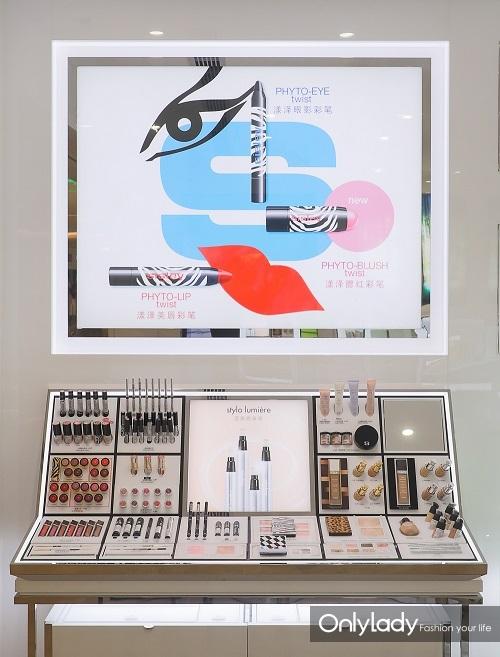 5彩妆产品陈列