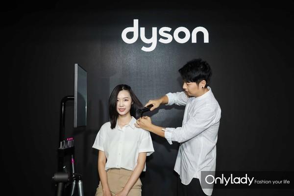 明星造型师郭子敬使用戴森产品进行造型示范 2