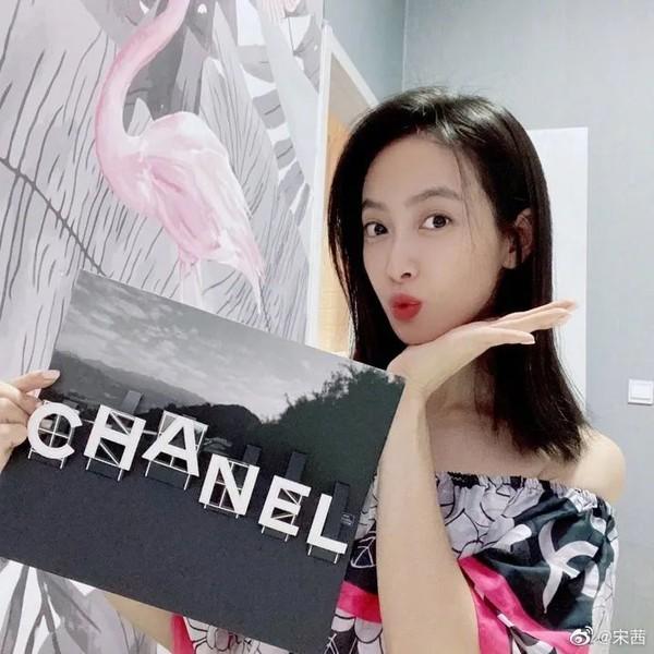 香奈儿CHANEL出了Mini Bag,我要和陈伟霆、王一博抢包了!