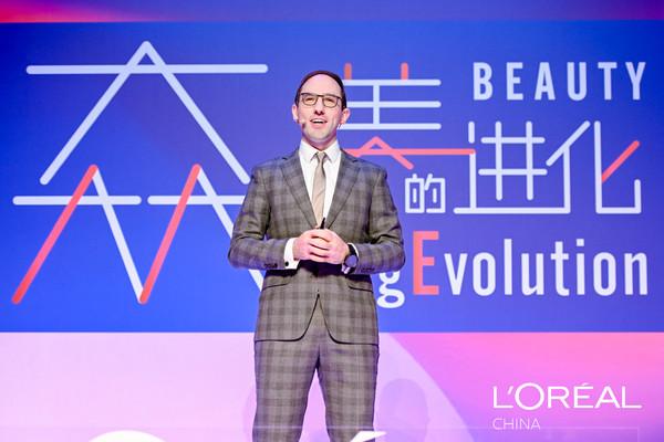 【图片】欧莱雅北亚区首席数字和市场营销官吴翰文发表主题演讲《数智力加速美妆科技转型》
