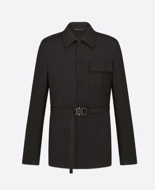 穿西装打领带的外套  中度可信度描述已自动生成