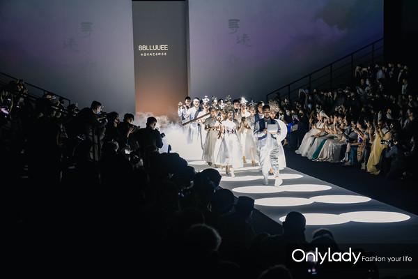 探寻民族文化之美――BBLLUUEE粉蓝时尚艺术跨界秀