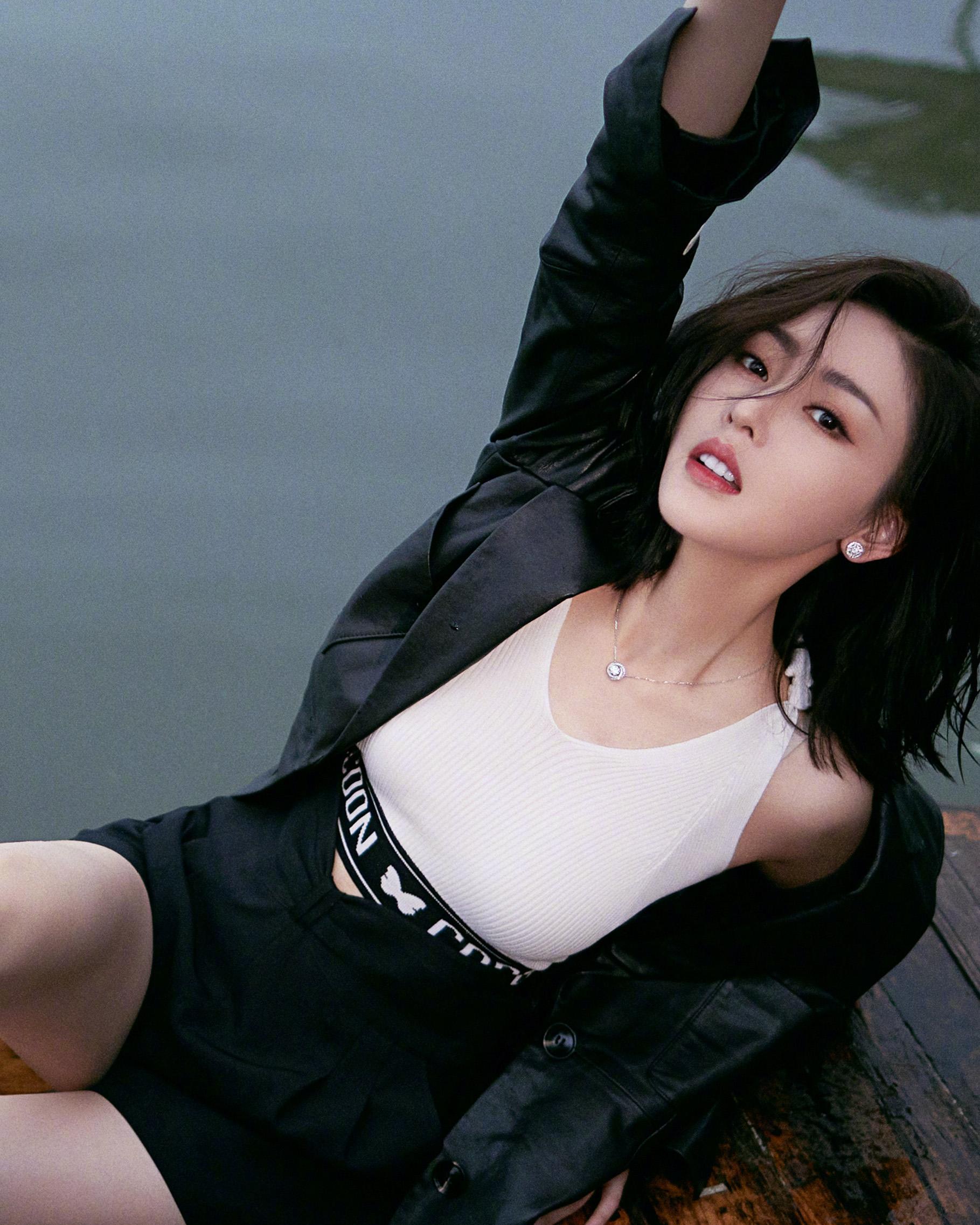 她是怎么被吴京看上的?网剧女主出身,多次改年龄,黑料满天飞!又是资本上位?