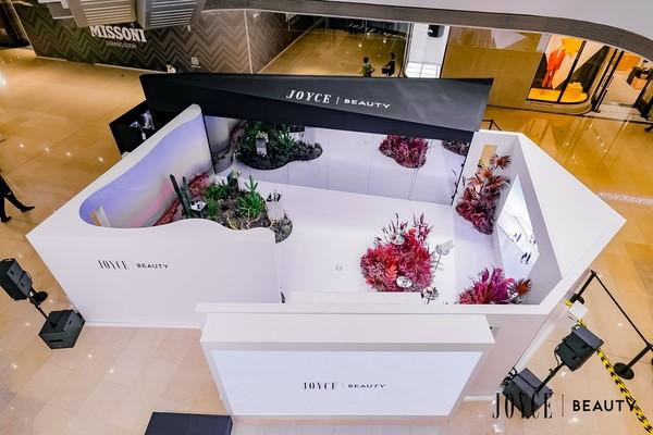 图片包含 室内, 桌子, 项目, 食物 描述已自动生成