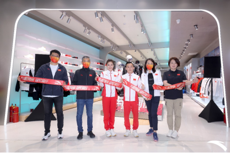 【安踏新闻稿】与国同庆 冠军同行——北京合生汇(6)(1)137