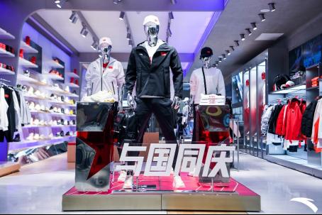 【安踏新闻稿】与国同庆 冠军同行——北京合生汇(6)(1)302