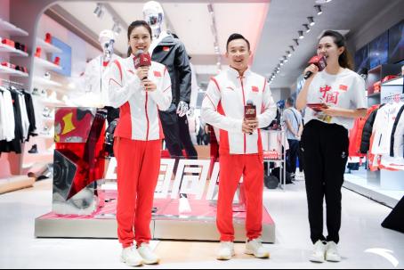 【安踏新闻稿】与国同庆 冠军同行——北京合生汇(6)(1)730