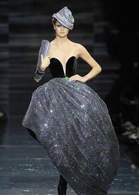 阿玛尼华丽水晶礼服秀