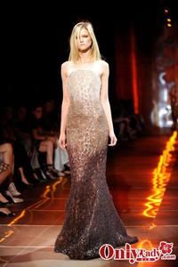 Giorgio Armani伴娘装 2010露肩礼服系列